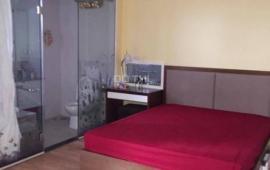 Cho thuê căn hộ chung cư Golden Land, 3 phòng ngủ, đồ cơ bản 10 triệu/th. LH 0918441990