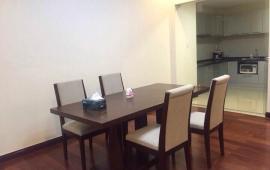 Hot cho thuê chung cư 170 Đê La Thành, DT 154m2, 3PN, đủ đồ, giá 13tr/tháng. LH 0913 123 583