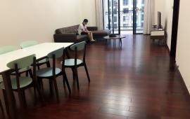 Gấp! Cho thuê căn hộ tại Royal City 112m2, 2 phòng ngủ full đồ. L/h: 0917748822