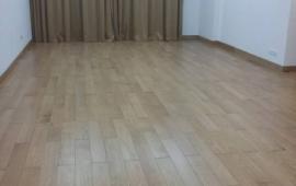 Cho thuê CHCC 165 Thái Hà, 130m2, căn góc, 3 ngủ, nội thất cơ bản 10tr/th. LH 0918441990