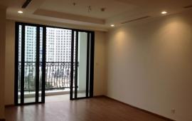 Cho thuê căn hộ chung cư Royal City, tòa R6, 103m2, 3 PN, không đồ, giá rẻ, miễn phí DV 10 năm