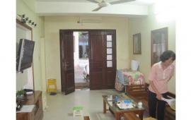 Cho thuê căn hộ tập thể tầng 1 tại Ngọc Hà, DT 45m2