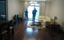 Chính chủ thuê CHCC Vincom Center, tầng 18, 137m2, 2 phòng ngủ, đủ nội thất 25 tr/tháng