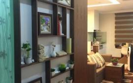 Chính chủ cần cho thuê gấp căn hộ tại chung cư 165 Thái Hà, 2 phòng ngủ, đồ cơ bản giá 9tr/th
