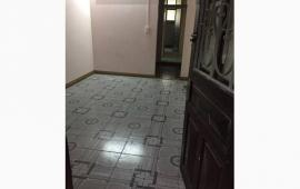 Cho thuê căn hộ tập thể Trung Tự, Đống Đa, giá 4,5tr/th, Dt 50m2