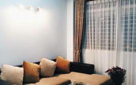 Cho thuê căn hộ 71 Nguyễn Chí Thanh, DT 76m2, 2 phòng ngủ, có đồ, giá 10 tr/tháng. LH: 0914 14 2792