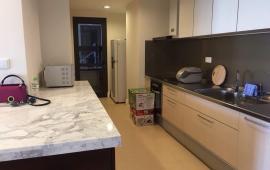 Cho thuê căn hộ 27 Huỳnh Thúc Kháng, 130 m2, 3 phòng ngủ, đầy đủ đồ, giá 12 tr/th. LH: 0936 381 602
