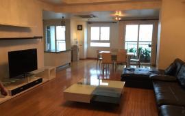 Cho thuê căn hộ Ngọc Khánh Plaza, 110m2, 2 phòng ngủ, có đồ, giá 13 tr/tháng