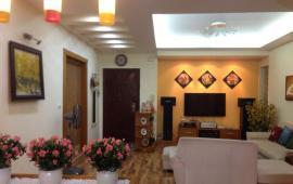 Chính chủ cho thuê CH tại 15-17 Ngọc Khánh đủ đồ đẹp, view hồ 133m2, 3PN, giá 16TR