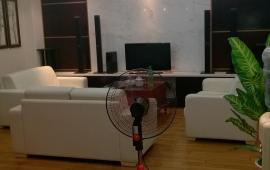 Cho thuê chung cư 57 Láng Hạ, giá 12 triệu. LH: 0913.794.782