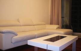 Cho thuê căn hộ chung cư 165 Thái Hà, 3 phòng ngủ, DT 135m2, giá 15 tr/th , Full nội thất đẹp lung linh