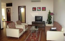 Cho thuê căn hộ 165 Thái Hà, DT 130 m2, 3 phòng ngủ, có đồ, giá 14 tr/tháng. LH: 0914.14.2792