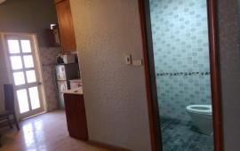 Cho thuê căn hộ chung cư Golden Land 94m2, 2 ngủ, nội thất cơ bản giá 10tr/th- LH: 0987.475.938 vào ở được luôn.