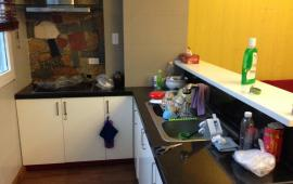 Cho thuê căn hộ chung cư Golden Land 95.5m2, 2 ngủ, nội thất cơ bản giá 10tr/th- LH: 0987.475.938