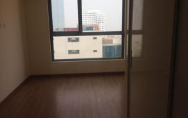 Cho thuê căn hộ chung cư Vinhomes Nguyễn Chí Thanh, dt 134m, 3 phòng ngủ, đồ cơ bản, bc view Hồ, giá 23tr/th