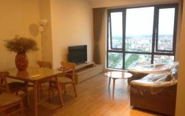 Cho thuê CHCC tại Mipec Long Biên với 2 phòng ngủ, full đồ, giá 13,5 triệu/tháng. View Sông Hồng.