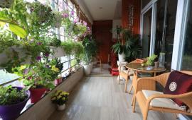 Cho thuê căn hộ chung cư 671 Hoàng Hoa Thám, DT: 180m2, 3PN, đủ đồ đẹp, LH: 01668433866