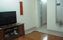 Cho thuê căn hộ tập thể tầng 3 B1 Giảng Võ, 70m2 3 PN, 1 PK, 1 bếp, 1 ĐH, 1 NL, 7 tr/TH