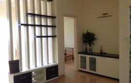 Cho thuê căn hộ chung cư 335 Cầu Giấy, 2 phòng ngủ, đồ cơ bản, 9,5 tr/tháng