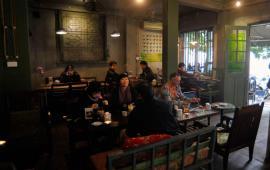 Cần nhượng lại quán café mặt phố Nguyễn Hữu Huân.