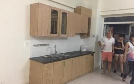 Cho thuê căn hộ 2 phòng ngủ nội thất cao cấp, giá rẻ chung cư 165 Thái Hà, giá rẻ. LH 0917 973 192