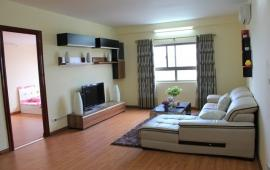 Cho thuê căn 3 phòng ngủ ở 52 Lĩnh Nam, giá cực rẻ