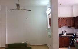 Cho thuê căn hộ chung cư Nam Trung Yên, 2 phòng ngủ, có nội thất, giá 7 triệu/tháng