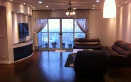 Cho thuê CHCC Vincom Center Bà Triệu, tầng 18, 161m2, 3 phòng ngủ, nội thất nhập  32tr/tháng LH: 0918441990