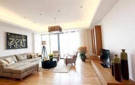 Cho thuê căn 3 phòng ngủ tại Vincom Center Bà Triệu, 161m2, nội thất đẹp 32 tr/tháng, LH 0918441990