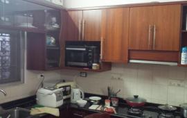 Cho thuê căn hộ chung cư 195 Đội Cấn, 2 phòng ngủ, đủ đồ, 7,5 tr/th, LH: 0915 651 569