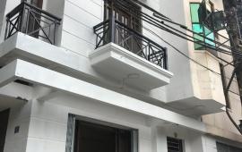 Cho thuê nhà nguyên căn mặt tiền 12m, 5 tầng thông sàn quận hoàn kiếm, hà nội