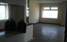 Cho thuê căn hộ ở Hòa Bình Green - 505 Minh Khai  2 phòng ngủ, đồ cơ bản 9 triệu/tháng. Lh Bách: 0975.170.993