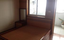Cho thuê căn hộ chung cư 102 Thái Thịnh, 3 phòng ngủ, có một ít đồ (ảnh thật 100%)