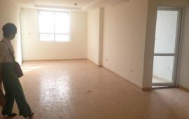 Căn hộ 3 phòng ngủ đầy đủ nội thất cơ bản chung cư 51 Quan Nhân, giá 10 triệu/ tháng. Liên hệ: 01678.182.667