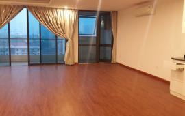 Cho thuê căn hộ chung cư Imperia Garden căn góc 130m2 + sân vườn, 3PN, cơ bản. LH 0936021769