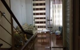 Cho thuê nhà ngõ 267 Hoàng Hoa Thám, 3 tầng x 50m2, 8tr/tháng