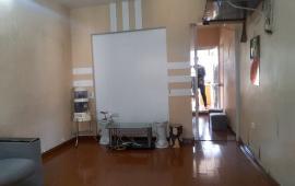 Cho thuê căn hộ tập thể tầng 4 C1 Quỳnh Mai 42m2, 2PN, 4 triệu/tháng