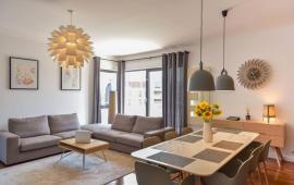 Căn hộ cao cấp tại 170 Đê La Thành, Đống Đa. DT 146m2, 3PN, đầy đủ nội thất, giá: 15 tr/th, 0979.532.899