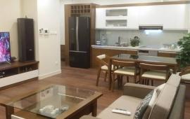 . Cho thuê căn hộ chung cư DT 142m2, 3 PN, nội thất cơ bản, 170 Đê La Thành. LH: 0979.532.899