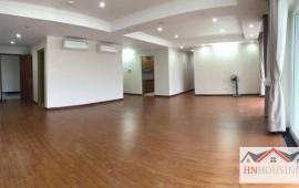 Cho thuê căn hộ Licogi 13 mới 130m2, 3PN, đồ cơ bản 13 tr/th. LH: 0988138345