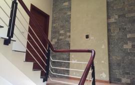 Cho thuê nhà riêng ngõ 60 Nguyễn Khánh Toàn, 5 tầng, 9tr/tháng, tiện ở hộ gia đình, kinh doanh online