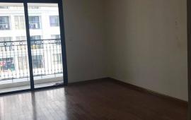 Cho thuê chung cư 304 Hồ Tùng Mậu, 81m2, chia thành 3 phòng ngủ, đồ cơ bản
