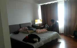 Cho thuê căn hộ chung cư Mipec Tower 3 phòng ngủ,120m2, đầy đủ nội thất 15tr/thg. Lh Mr Dũng 0968530203.