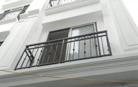 Cần tiền bán gấp nhà mới gần cầu Vĩnh Tuy Long Biên giá 2,45 tỷ LH: 0982483005.