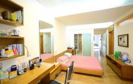 Cho thuê Chung cư 172 Ngọc Khánh, 155m2, căn hộ 3 phòng ngủ đủ nội thất, LH: 0914702838