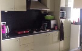 Cần cho thuê căn hộ 173 Xuân Thủy, diện tích 90m2, 2PN, có đồ, giá 10 tr/tháng. LH 0936.381.602