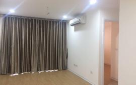 Cho thuê căn hộ chung cư 125 Hoàng Ngân, 2 PN, cơ bản, 10,5 tr/th. LH: 0915651569- 0911400844