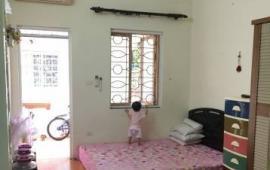 Cho thuê căn hộ tầng 3 phố Bùi Ngọc Dương, Hai Bà Trưng, HN.