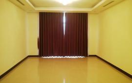 Cho thuê CHCC Royal City, view quảng trường, 3 phòng ngủ sáng, 138m2, đồ cơ bản 17tr/tháng