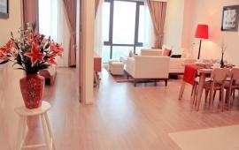 Cho thuê căn hộ chung cư Royal City căn góc, DT: 134m2, 3PN đồ đẹp, giá cực rẻ